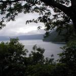曇り空の支笏湖