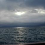 支笏湖にさす陽光